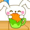 El conejo come la zanahoria